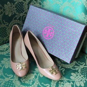 Authentic Tory Burch Raleigh Logo Pump, Nude